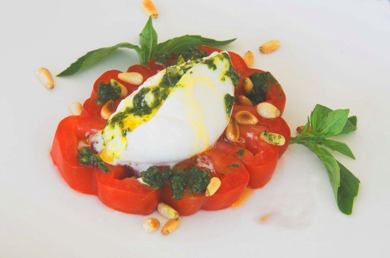 ensalada tomates con burrata